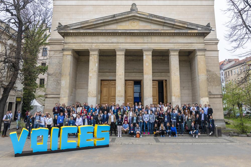 350 Kommunikationsexperten aus Deutschland, Österreich und der Schweiz, 2 Bühnen und über 30 Speaker*innen aus Top-Unternehmen - das war die VOICES Konferenz 2019.